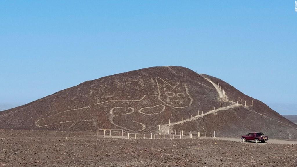 Hallan geoglifo con forma de gato en Perú