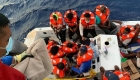Crucero rescata a 24 personas cerca de la costa de Florida