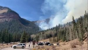 23 personas y 3 perros evacuados en incendio en Colorado