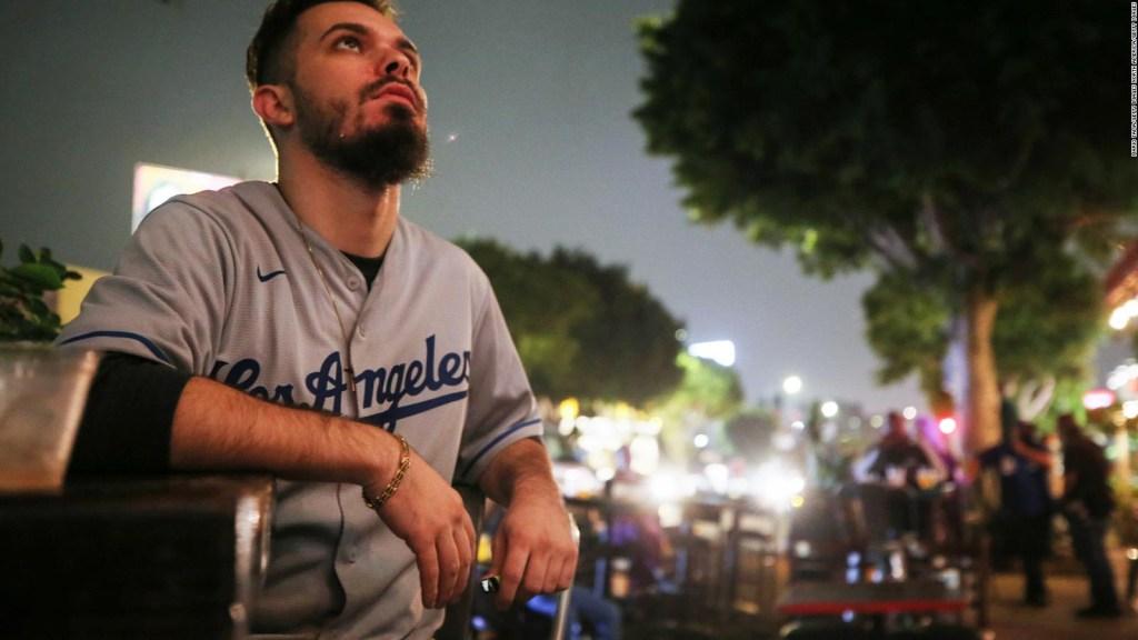 Los fans de los Dodgers se adaptan al covid-19