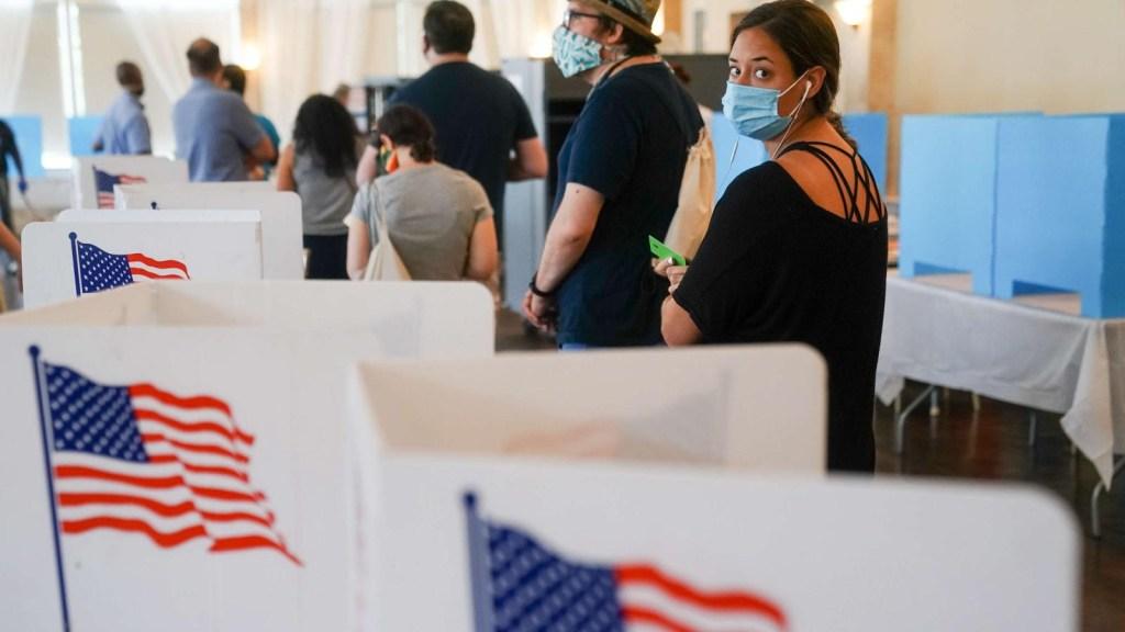 Votar siempre favorece a la economía, según especialista