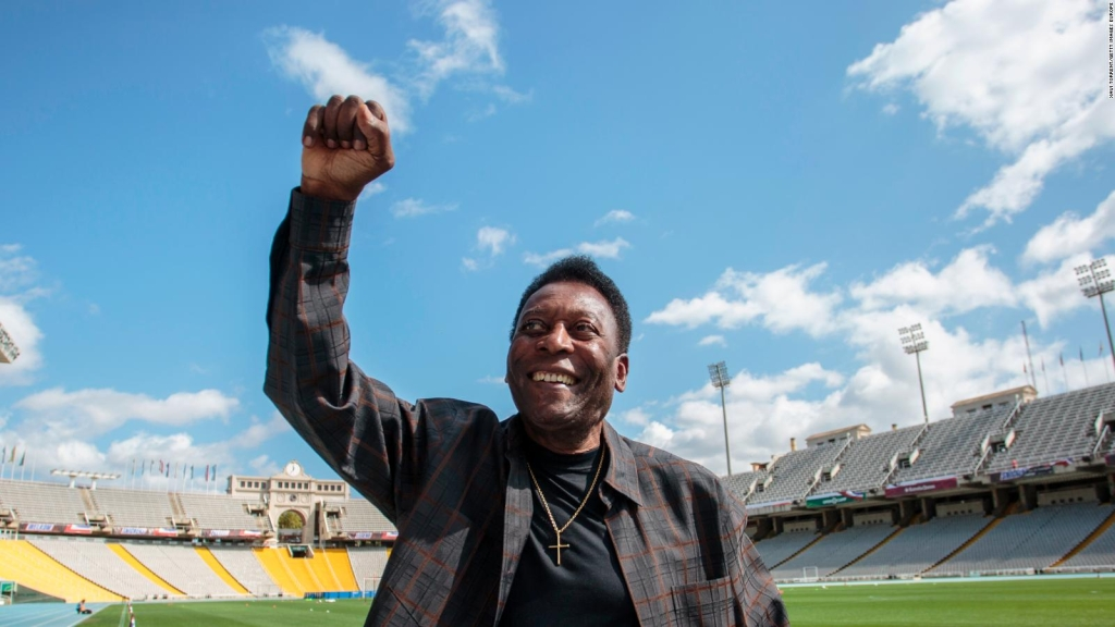 Pelé dice que nunca pensó que sería una gran figura