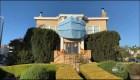 Mira esta casa disfrazada con protección anticoronavirus