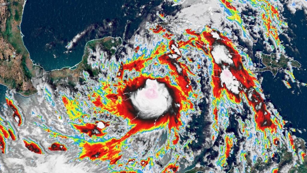 La tormenta tropical Zeta amenaza a México y EE.UU.