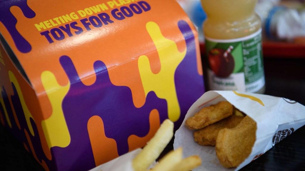 Influencers promocionan comida chatarra a los niños en Youtube