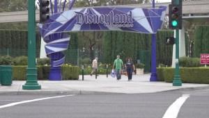 Los efectos del cierre de Disneyland y Knotts Berry Farms