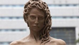 ¿Qué significa la nueva estatua de Medusa en Nueva York?