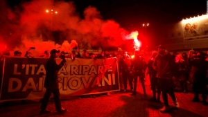 Restricciones en Italia por covid-19 provocan disturbios