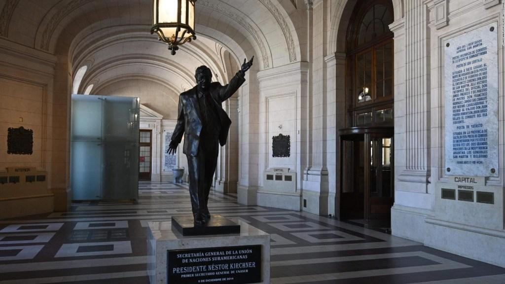 Inauguran estatua de Néstor Kirchner en Argentina