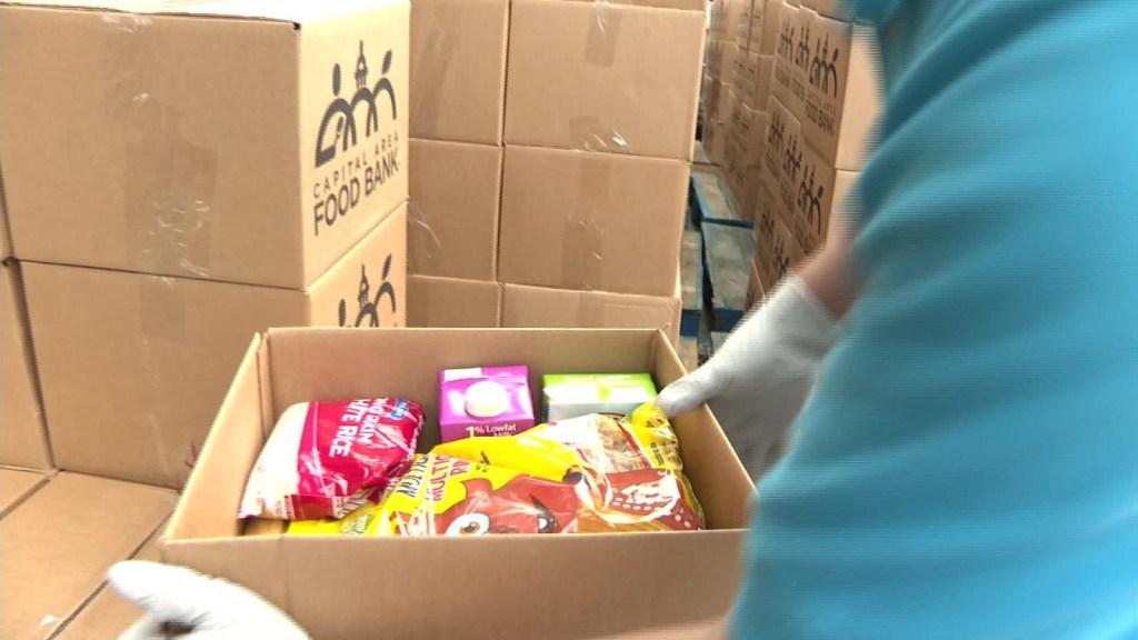 Bancos de comidas son el salvavidas de algunos hispanos