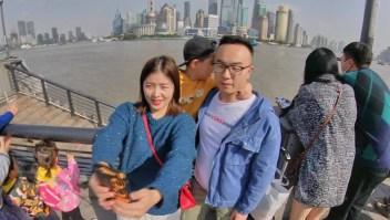 China relaja restricciones y su población usa menos mascarillas