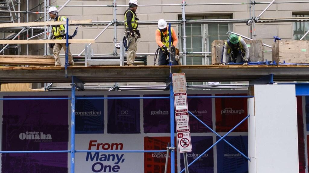 Trabajadores de construcción, en mayor riesgo por covid-19