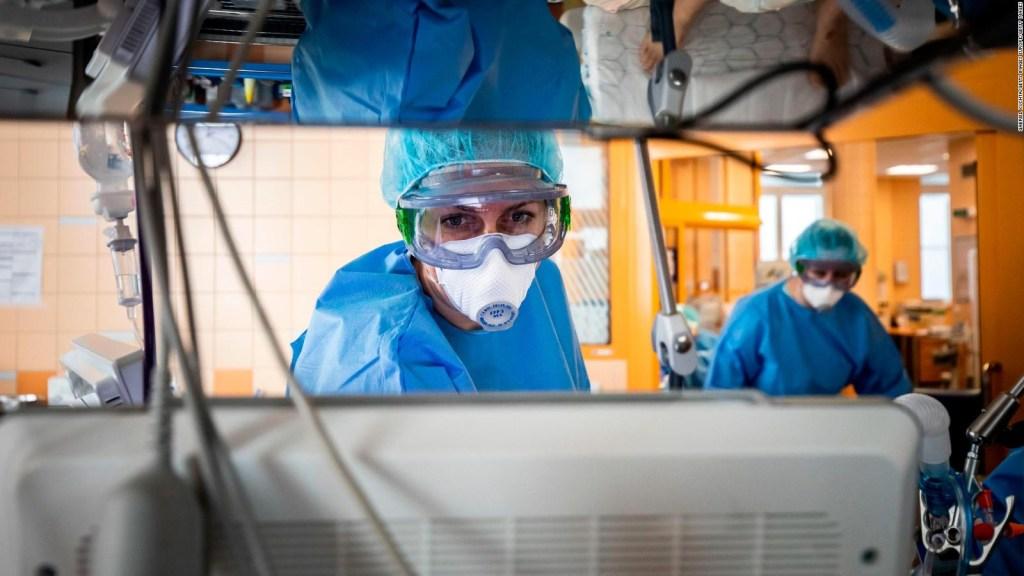 República Checa no tiene personal para atender la pandemia