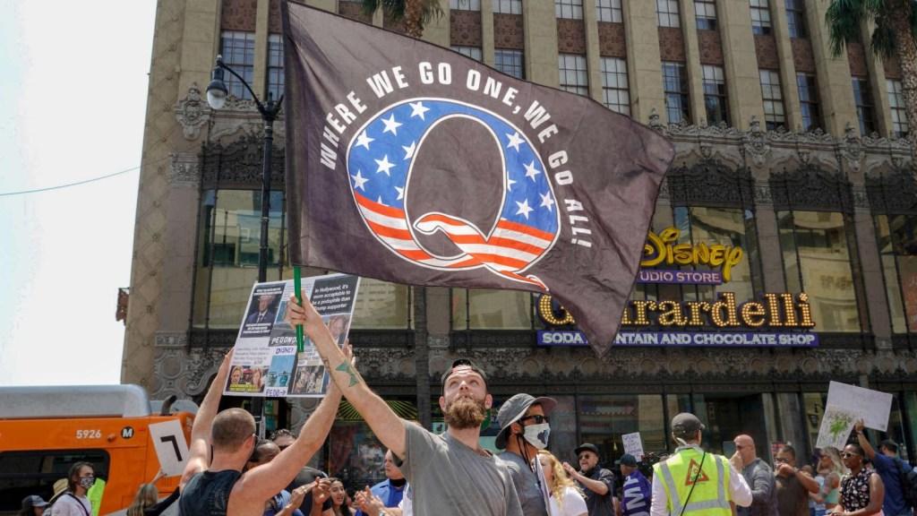 QAnon fomenta credo a favor de Trump, según antropólogo