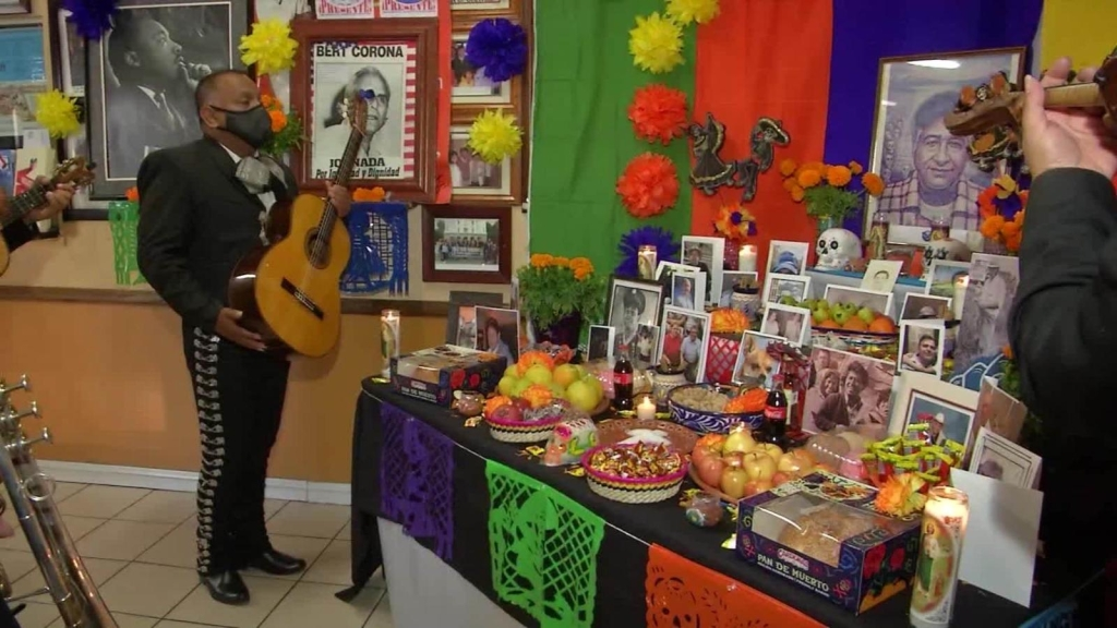 Campesinos dedican altar a muertos por covid-19
