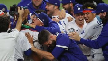 Los Dodgers de Los Ángeles ganan la Serie Mundial por primera vez en más de tres décadas