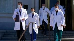 En qué es muy diferente el tratamiento de Trump para covid-19 del que recibe la mayoría de los pacientes estadounidenses
