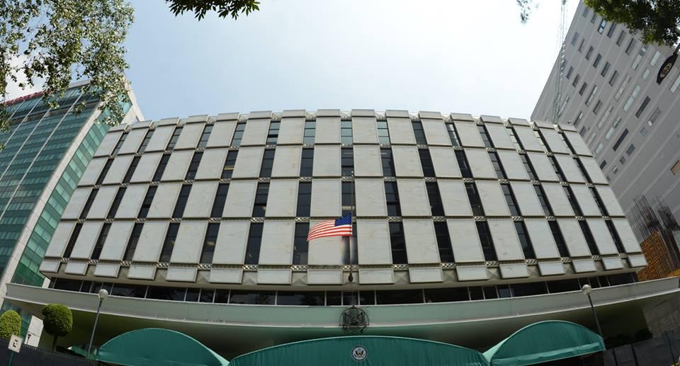 Acusan a exempleado asignado a la Embajada de EE.UU. en México de presunto abuso sexual de más de 20 mujeres