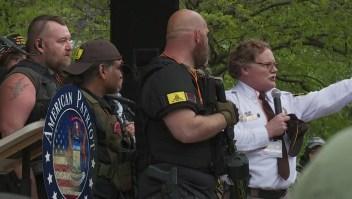 Grupos armados en EE.UU. y sus vínculos con las fuerzas del orden