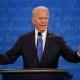 Biden critica manejo de pandemia de Trump en inicio del debate