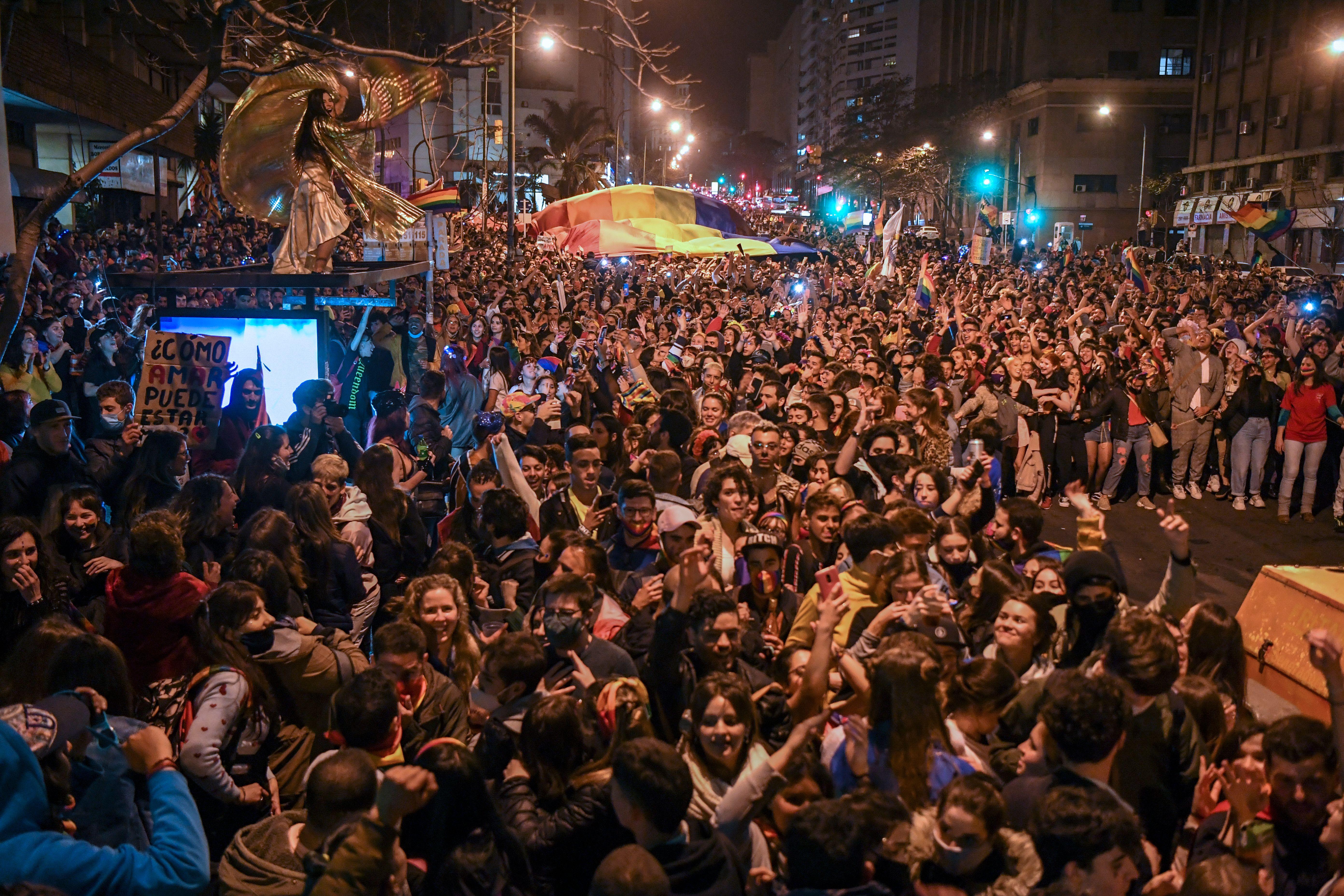 uruguay-covid-19-marcha