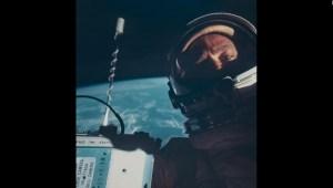 Subastan 2.400 fotos históricas de la NASA