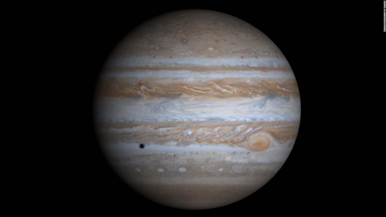 Júpiter podría tener una luna que brilla verde en la oscuridad, según  estudio | Video | CNN