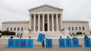 Juez federal deja sin validez los últimos cambios de DACA