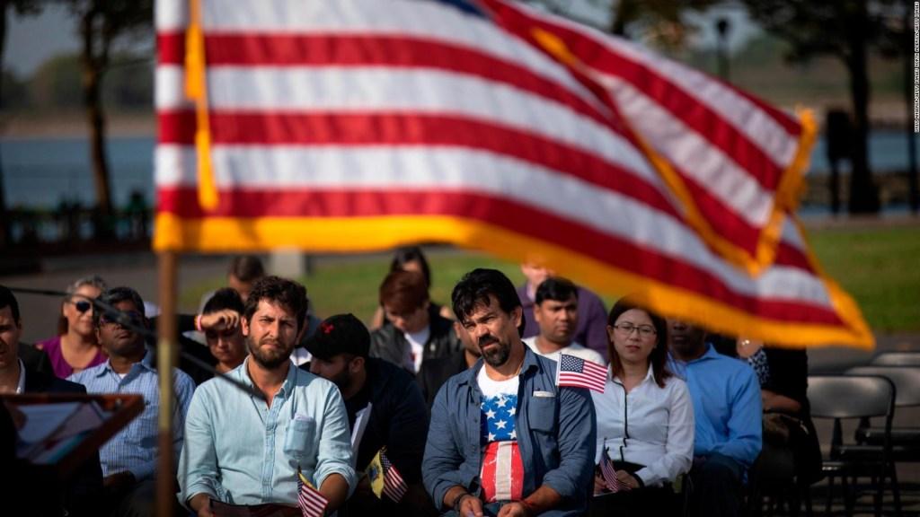 Ciudadanía en EE.UU.: examen más difícil, con más preguntas