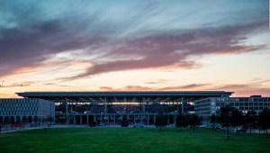 Abre nuevo aeropuerto de Berlín 8 años tarde