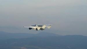 Mira a este auto volador completar su primer vuelo