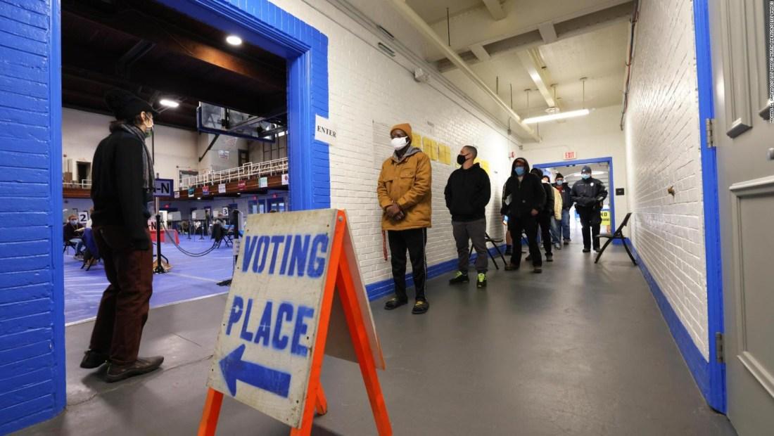 Largas filas desde temprano para votar