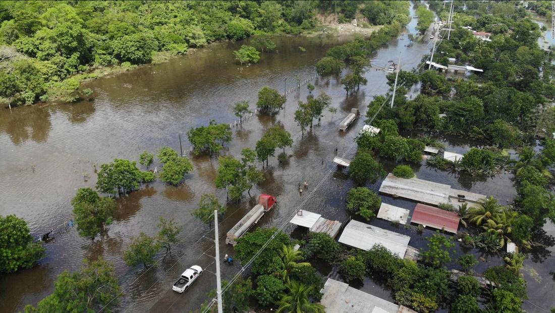 Honduras desaloja poblado por nueva tormenta en camino