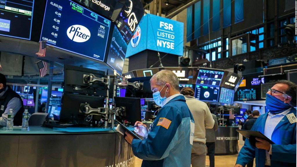 Wall Street reacciona a anuncio sobre vacuna de Pfizer