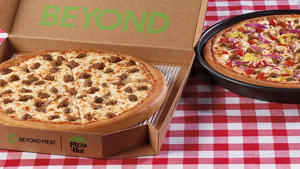 Pizza Hut agrega carne de plantas de Beyond Meat a su menú