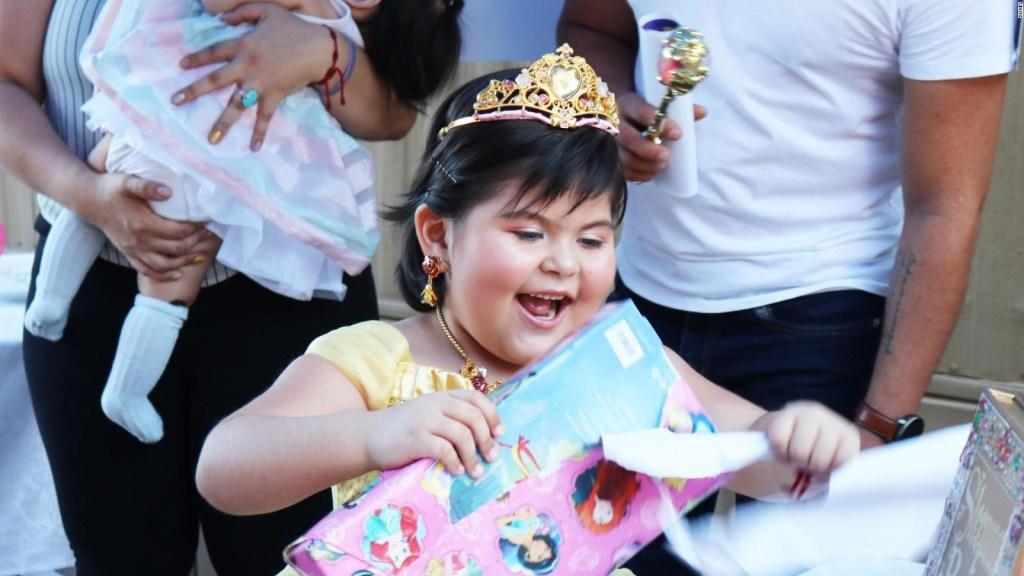 Disney cumple el deseo de niña hispana con leucemia