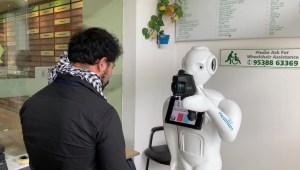 Robots, aliados contra el covid-19 en la India