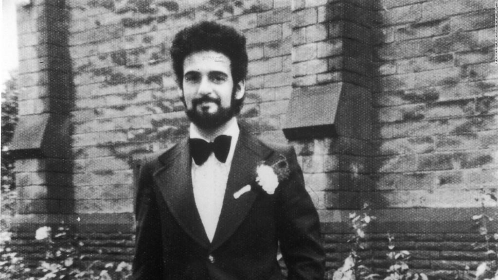 Muere de covid-19 asesino británico