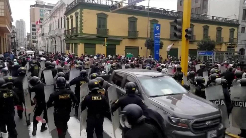 Varios heridos es el saldo de las protestas en Perú