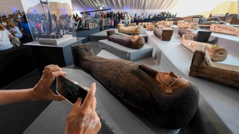 Egipto descubre sarcófagos de hace 2.500 años