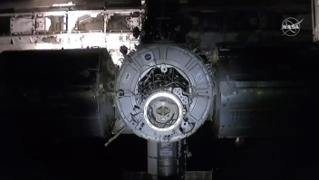 Crew Dragon llegó a la Estación Espacial Internacional