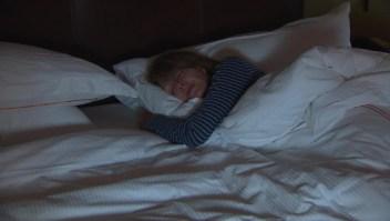 ¿Por qué las mujeres sufren más de insomnio?