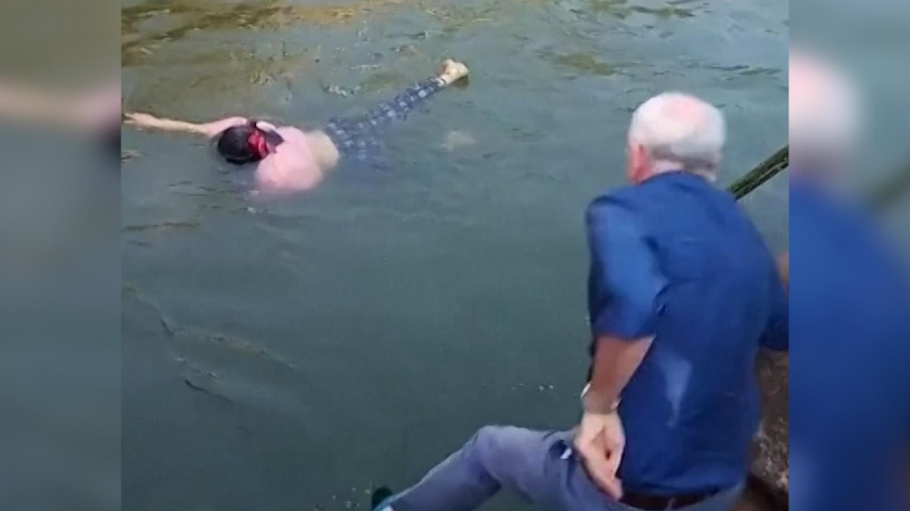 Diplomático rescató a mujer antes de ahogarse en China