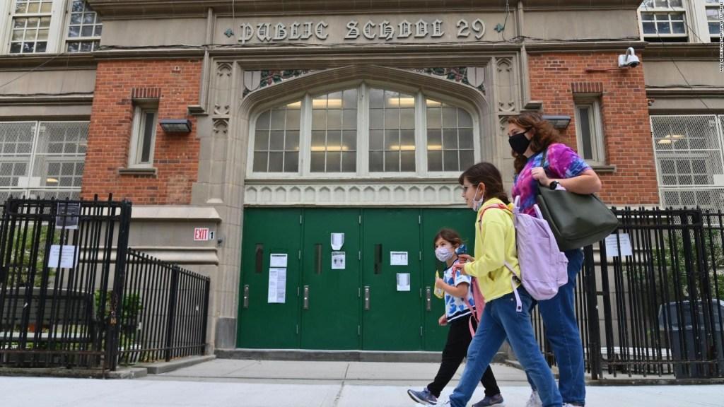 Las escuelas de Nueva York cierran debido al avance del covid-19