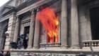 Guatemala: incendian parte del edificio del Congreso