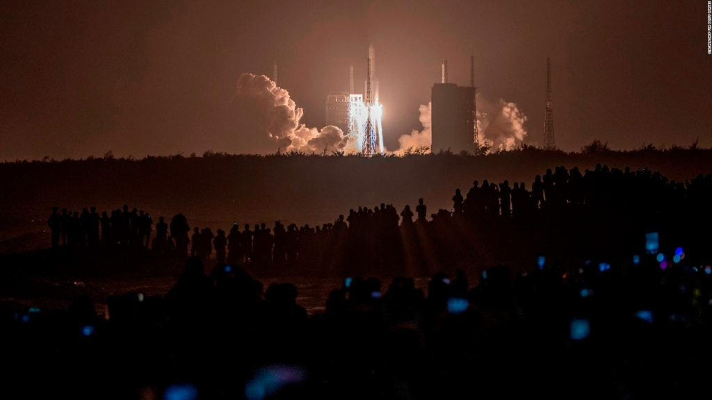 Así lanzó China nave espacial para traer rocas lunares