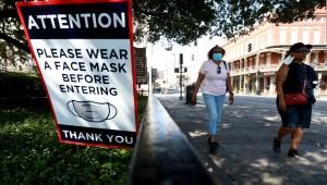 """Político de EE.UU. pide """"señal divina"""" para usar mascarillas"""