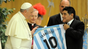 Maradona, un hincha del papa Francisco