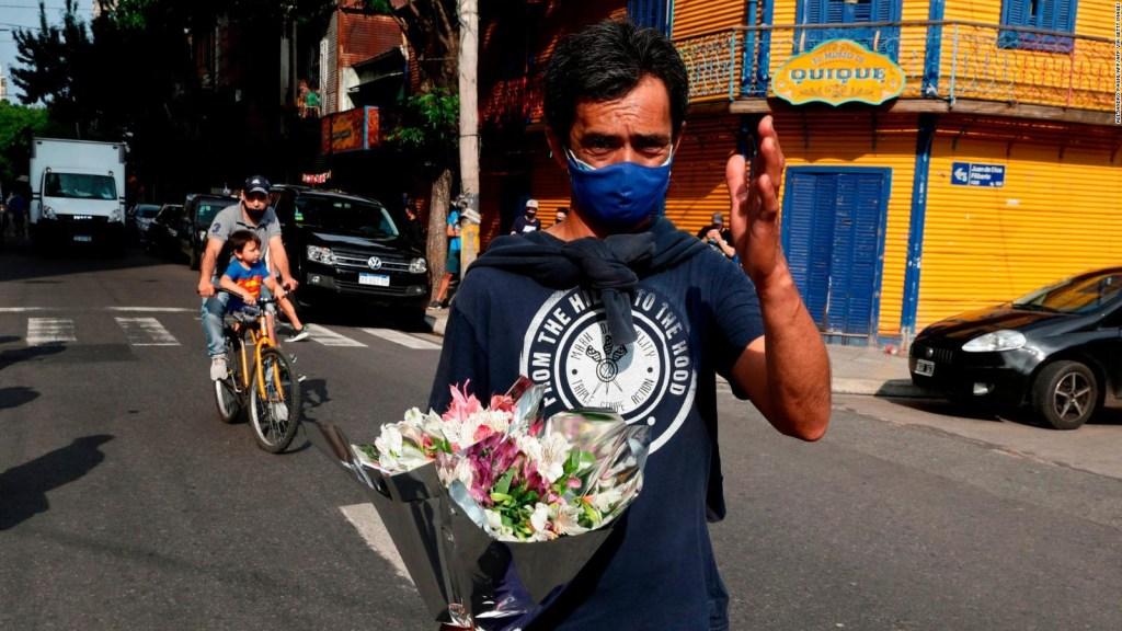 Argentinos reaccionan a la muerte de Maradona