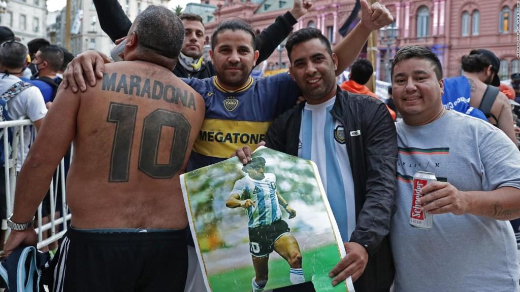 Multitud y pandemia, los riesgos del funeral de Maradona